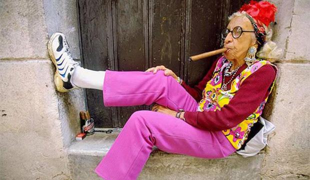 620x360_bedstemor_med_cigar